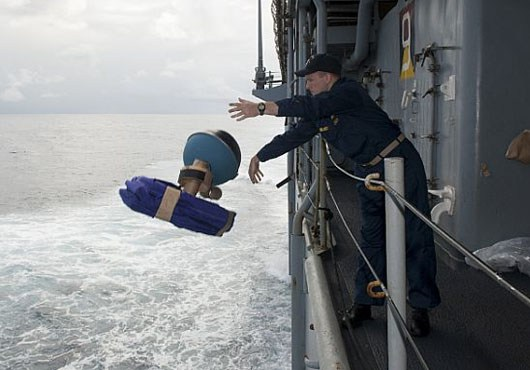 uss-pearl-harbor-deploys-global-drifter-buoys-in-pacific-ocean