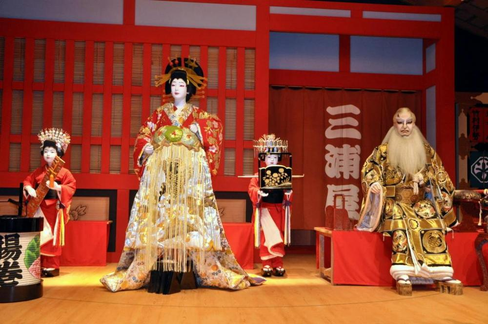 kabuki-performance-osaka-japan-tips-averypartyof2
